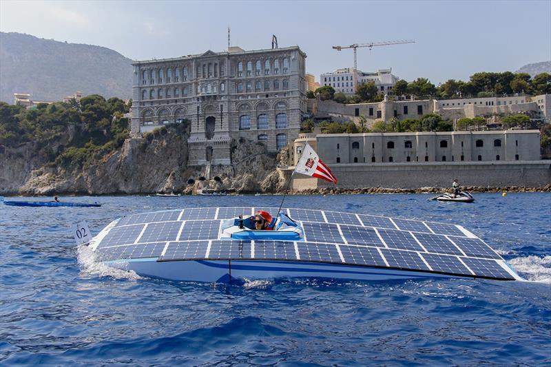 ¿Imaginas lanchas solares volando por el mar?