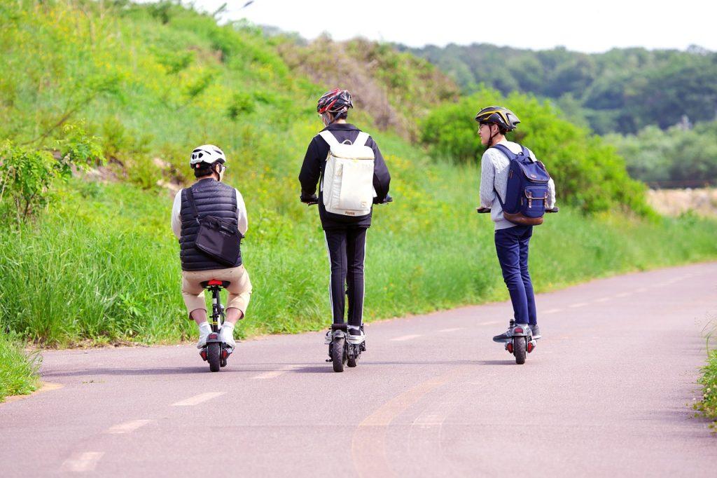 Bicicleta, coche o patinete eléctrico: conoce sus diferencias